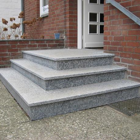 Basalt Blockstufen Schwarz 15 x 35 cm geflammt 100 cm lang